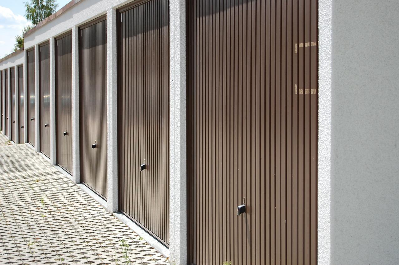 Garage Door Contractor in Milan, IL | (309) 737-0382 Midwest Door ...