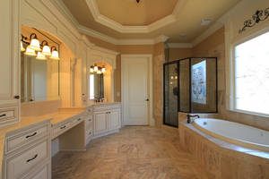 Traditional bathroom (2)