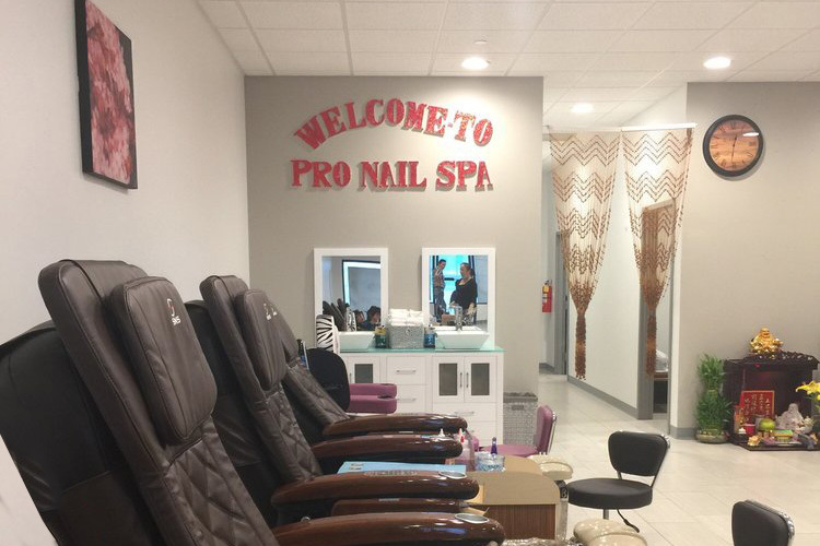 Nail Salon in Carbondale, IL | Pro Nails Spa (618) 457-8990