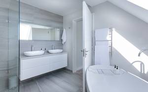 Modern minimalist bathroom 3115450 640 (small)