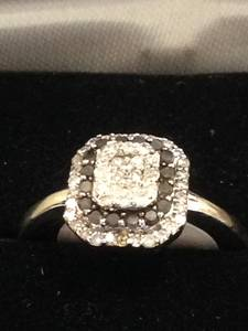 Black-white_diamond_ring