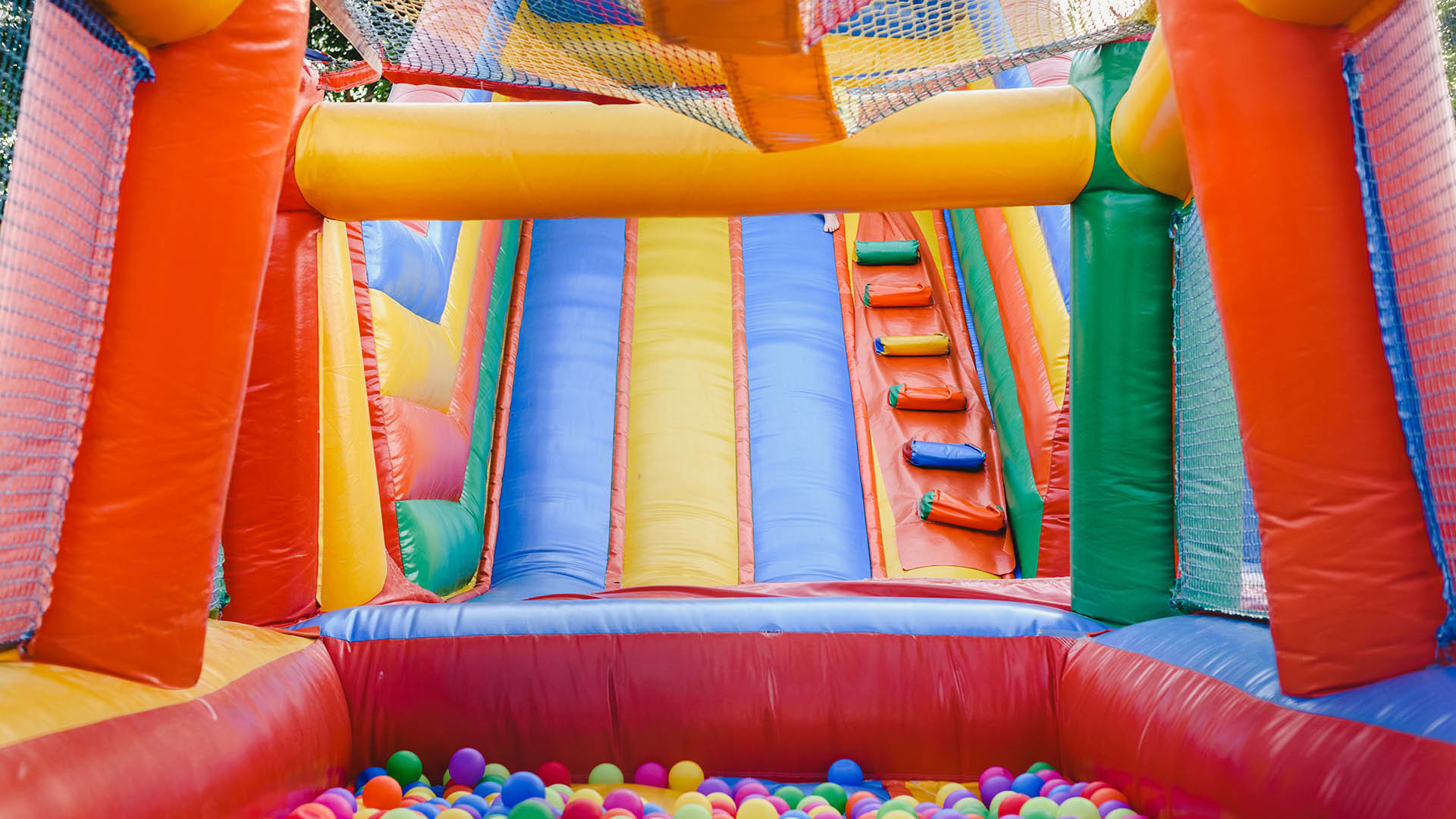 Cover bounce house